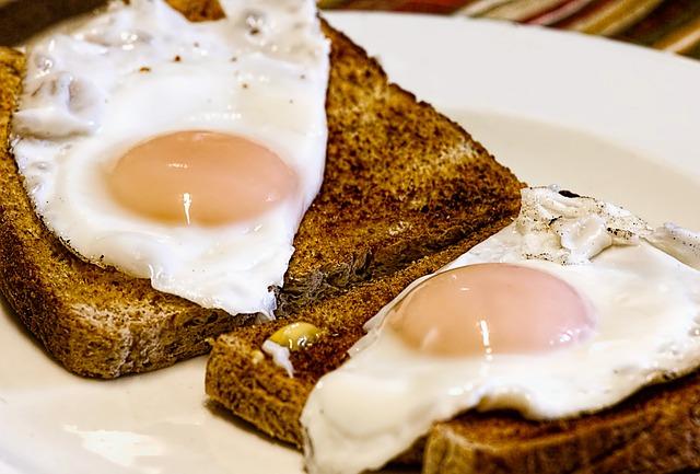 Sunny side up eggs on toast